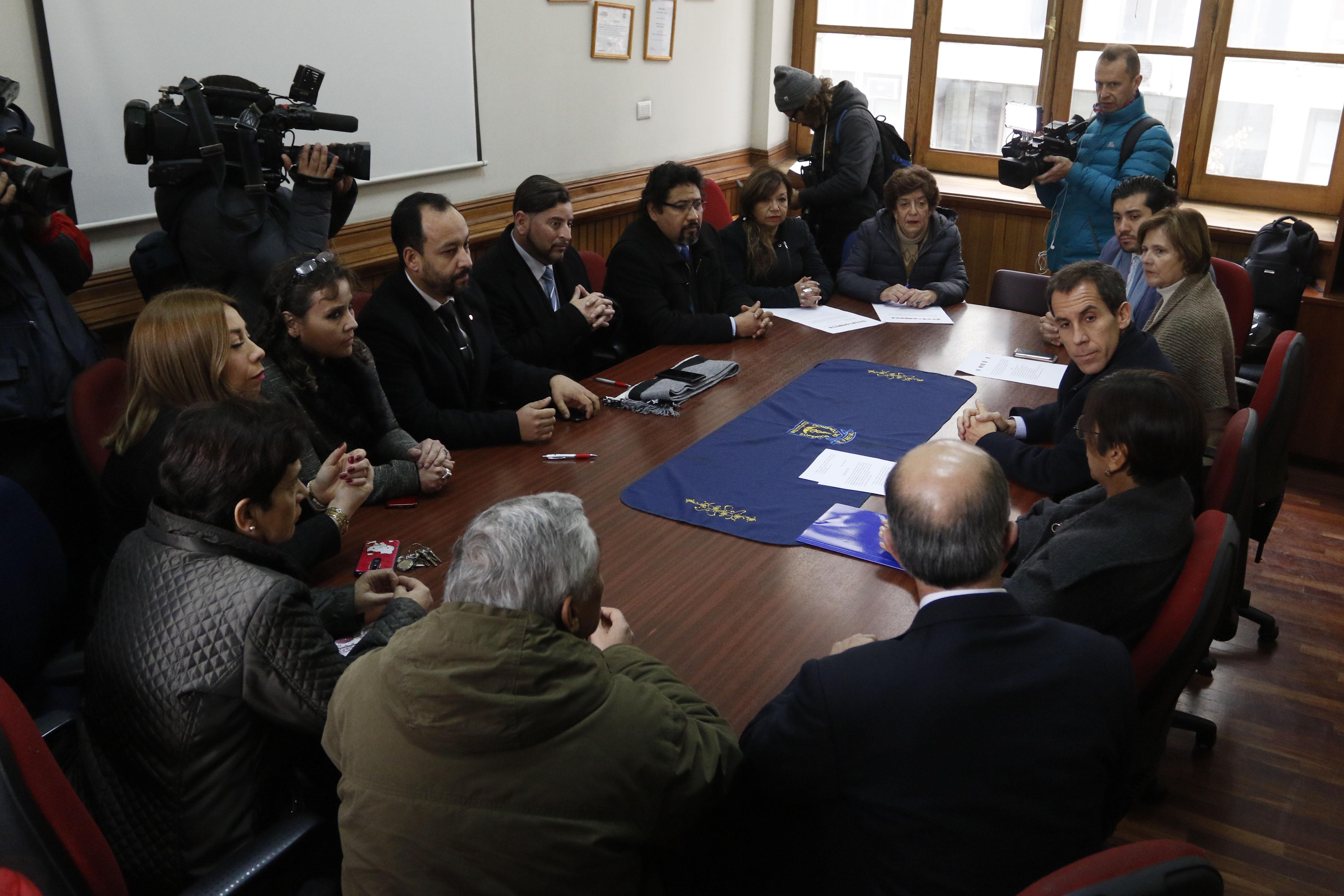 Directores de liceos emblemáticos de Santiago llaman a aprobar Admisión Justa