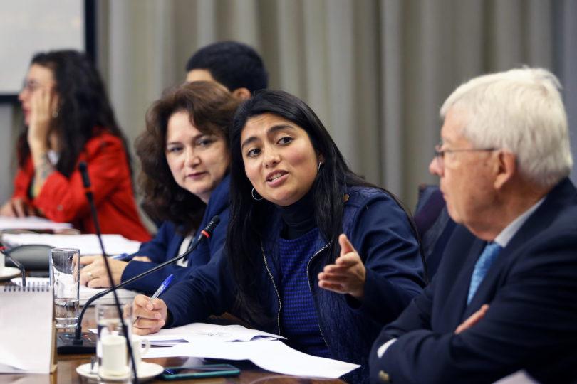 Ministra Cubillos se ausenta de sesión especial de Comisión de Educación para destrabar conflicto con profesores