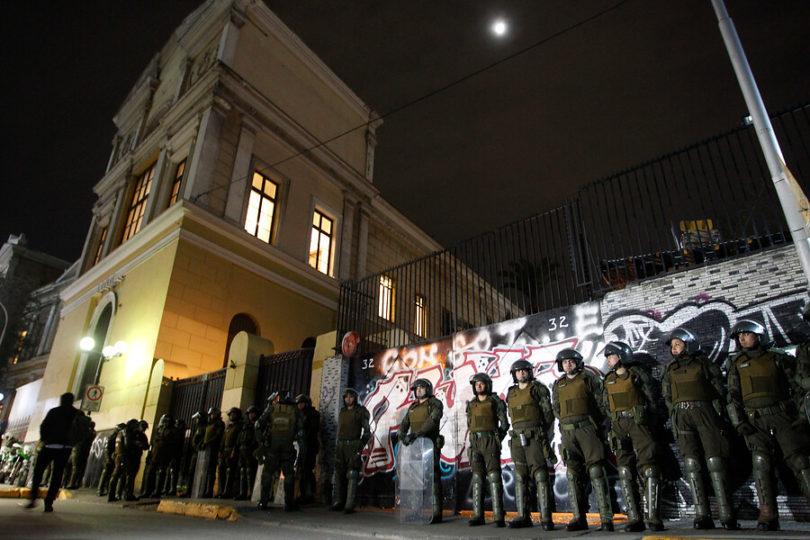Con 28 detenidos: Carabineros desaloja nueva toma del Instituto Nacional