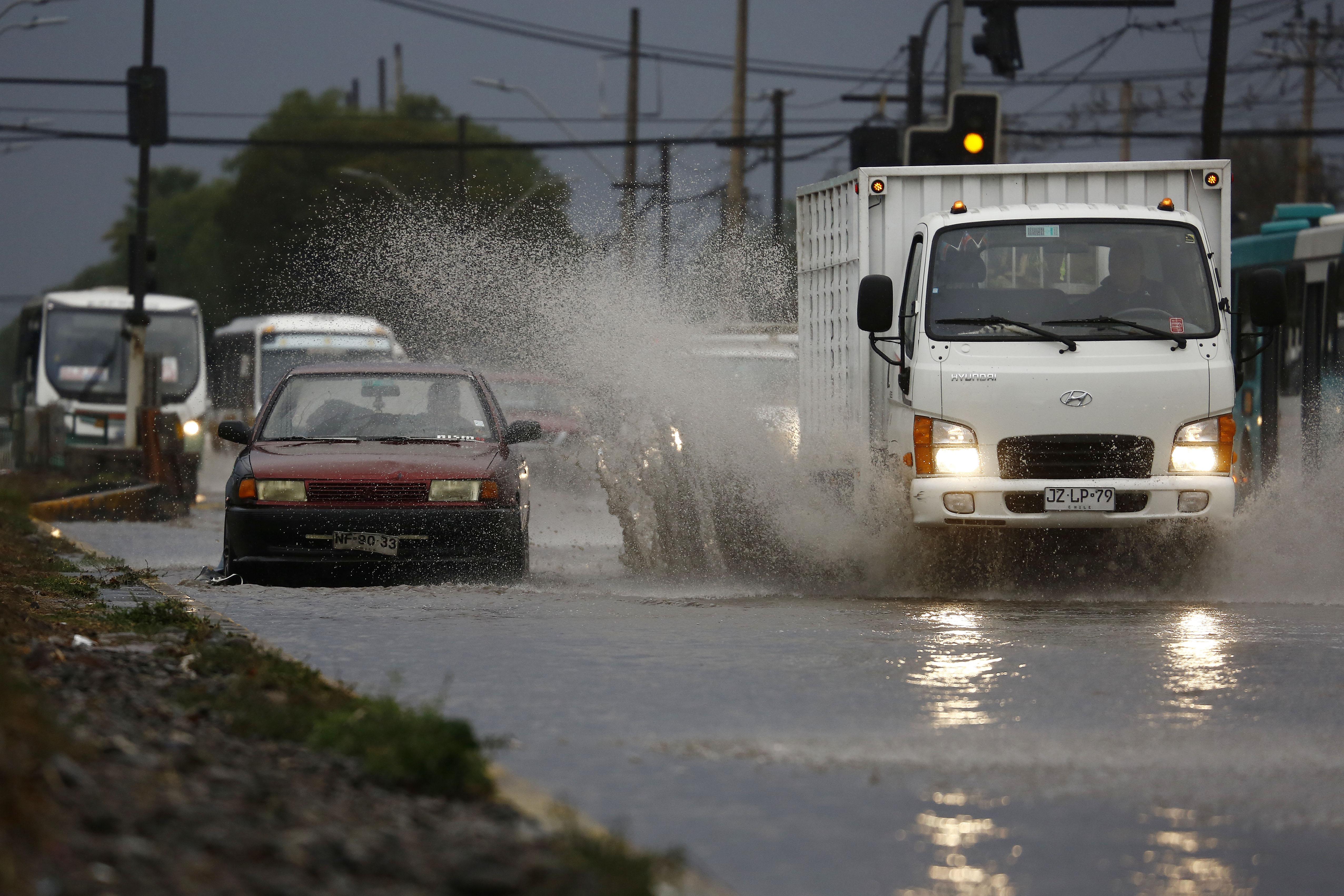 """""""Eléctricas activan planes preventivos por pronóstico de lluvias para hoy en RM"""""""