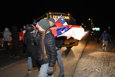 """Declaraciones cruzadas en Chuquicamata: Codelco denuncia actos violentos y trabajadores acusan """"represión absoluta y dura"""""""