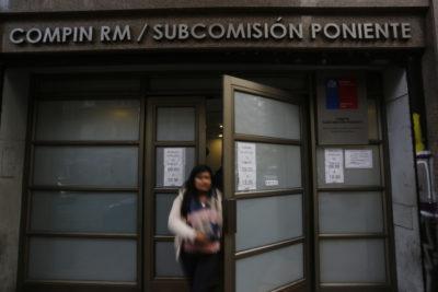 Funcionarios de Seremi de Salud RM denuncian situación de abandono en la Compin