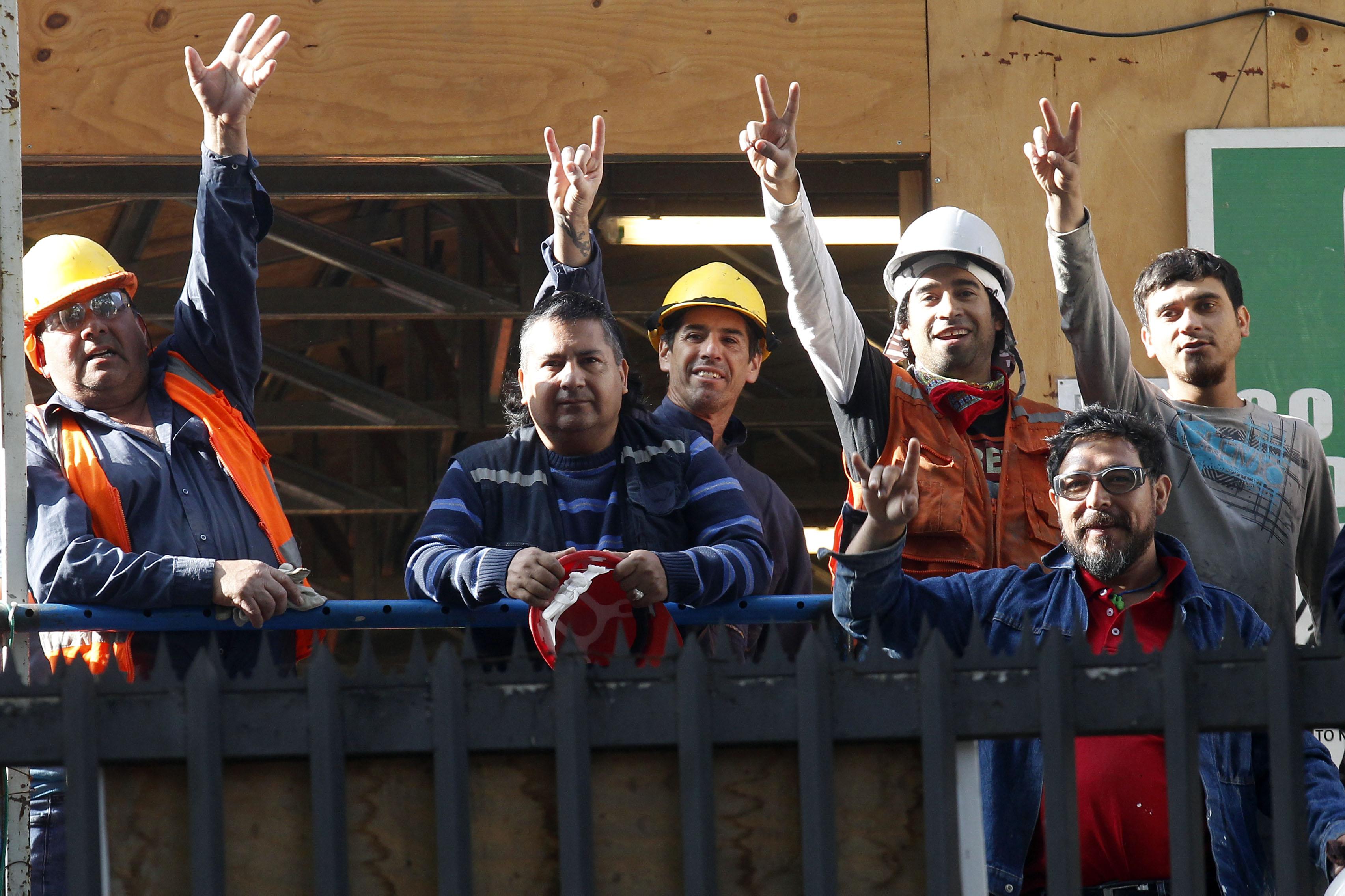 """""""INE: sueldos subieron 2,6% real en un año y acumularon 1,6% hasta abril"""""""