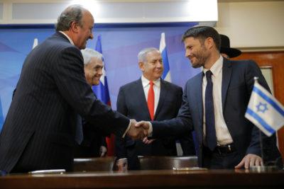 """Vocera por polémica en gira de Piñera a Israel y Palestina: """"No tiene por qué saber quién está al lado"""""""