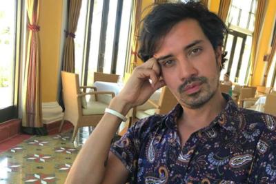 """""""O tú me puedes regalar uno"""": irónica respuesta de Héctor Morales a tuitera provida por adopción homoparental"""
