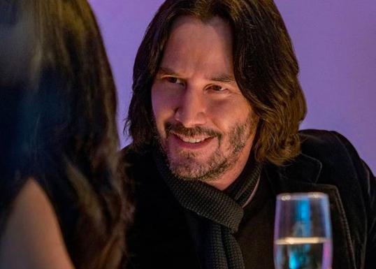 Viralizan tuit que revela el gesto de Keanu Reeves con las mujeres que buscan una foto con él