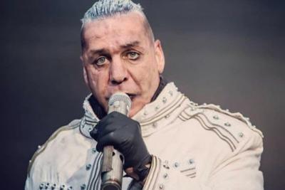 Vocalista de Rammstein es acusado de agredir a fanático en un bar por defender a su novia