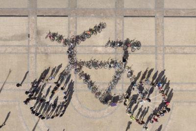 VIDEO |Realizan gigantesca intervención humana para celebrar el Día Mundial de la Bicicleta