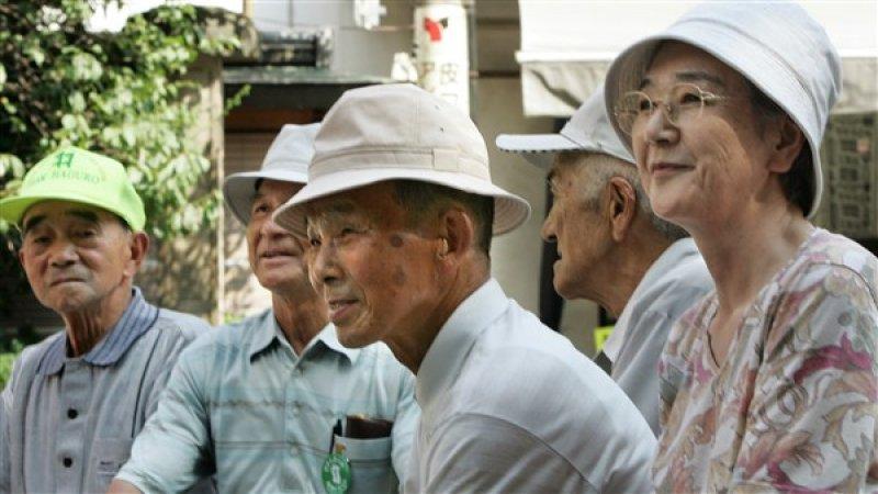 Jubilados japoneses no podrán vivir de sus pensiones