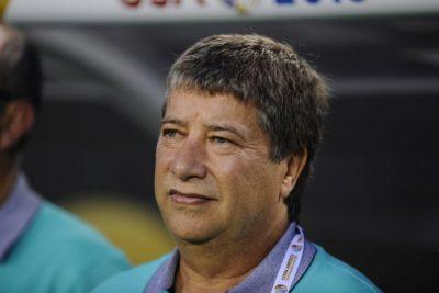 """""""No tengo mucho que hablar"""": DT de Ecuador protagoniza insólita conferencia tras caer ante Chile"""