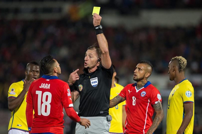 Argentino Néstor Pitana arbitrará el duelo de la Roja ante Colombia
