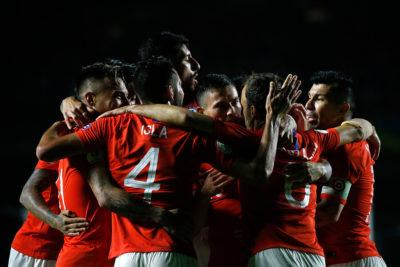 """""""Acá está el bicampeón"""": prensa argentina 'agranda' estreno de Chile en Copa América"""