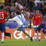 """Prensa internacional hizo eco de patada de Jara a hincha en duelo con Uruguay: """"Volvió a dar la nota"""""""