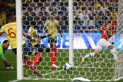 VIDEO | Pitana y el VAR anularon el gol de Charles Aránguiz ante Colombia