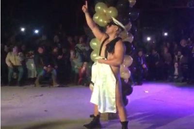 """""""Se fueron contentas"""": alcalde de Santa Cruz defiende polémico show del Día de la Madre"""