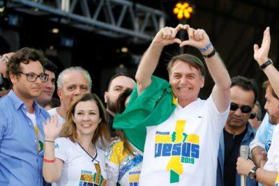 """Bolsonaro agradece apoyo de evangélicos para """"resolver problemas morales de Brasil"""""""