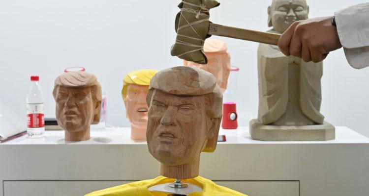 Crean muñeco de Trump que puede ser golpeado para quitar el estrés