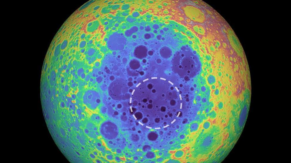 Increíble hallazgo a solo semanas del eclipse: la misteriosa masa metálica en la cara oculta de la Luna