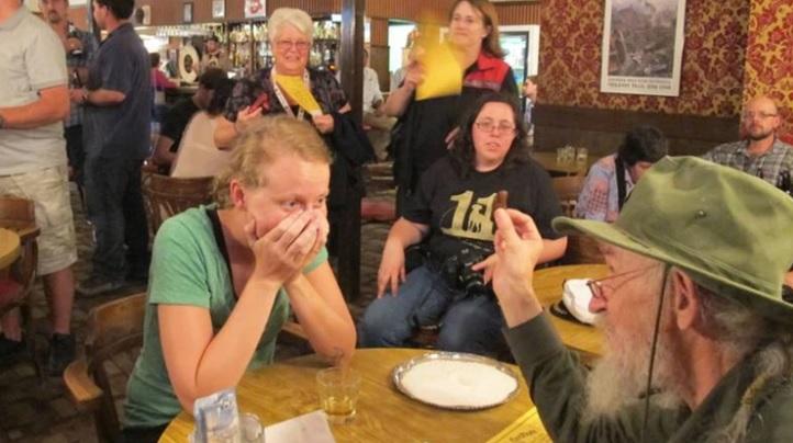 Insólito: bar ofrece trago con un dedo amputado flotando