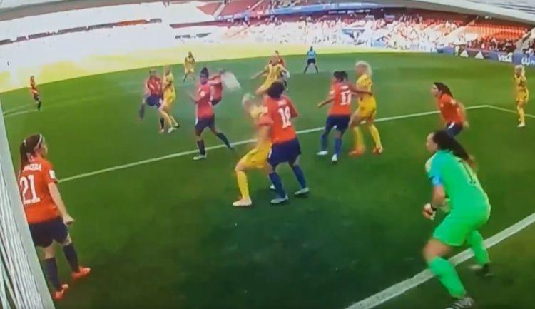 VIDEO | La extraordinaria atajada de Endler en el debut de Chile en el Mundial Femenino