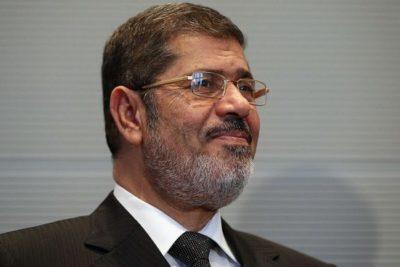 Ex presidente de Egipto muere en audiencia de juicio en su contra