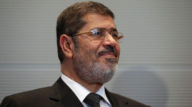 """""""Ex presidente de Egipto muere en audiencia de juicio en su contra"""""""