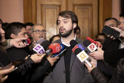 """""""Súper de machitos…"""": Chile Vamos sale en bloque contra Jorge Sharp por críticas a horario de Cuenta Pública"""