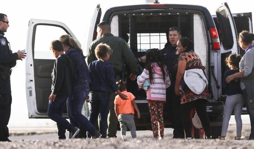 Escándalo por Facebook de patrulla fronteriza: bromas sobre muerte de migrantes y comentarios sexistas