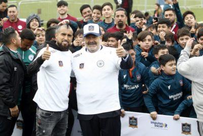 """Arturo Vidal y Andrónico Luksic se reúnen con niños del programa """"Reyes de Barrio"""" en San Joaquín"""
