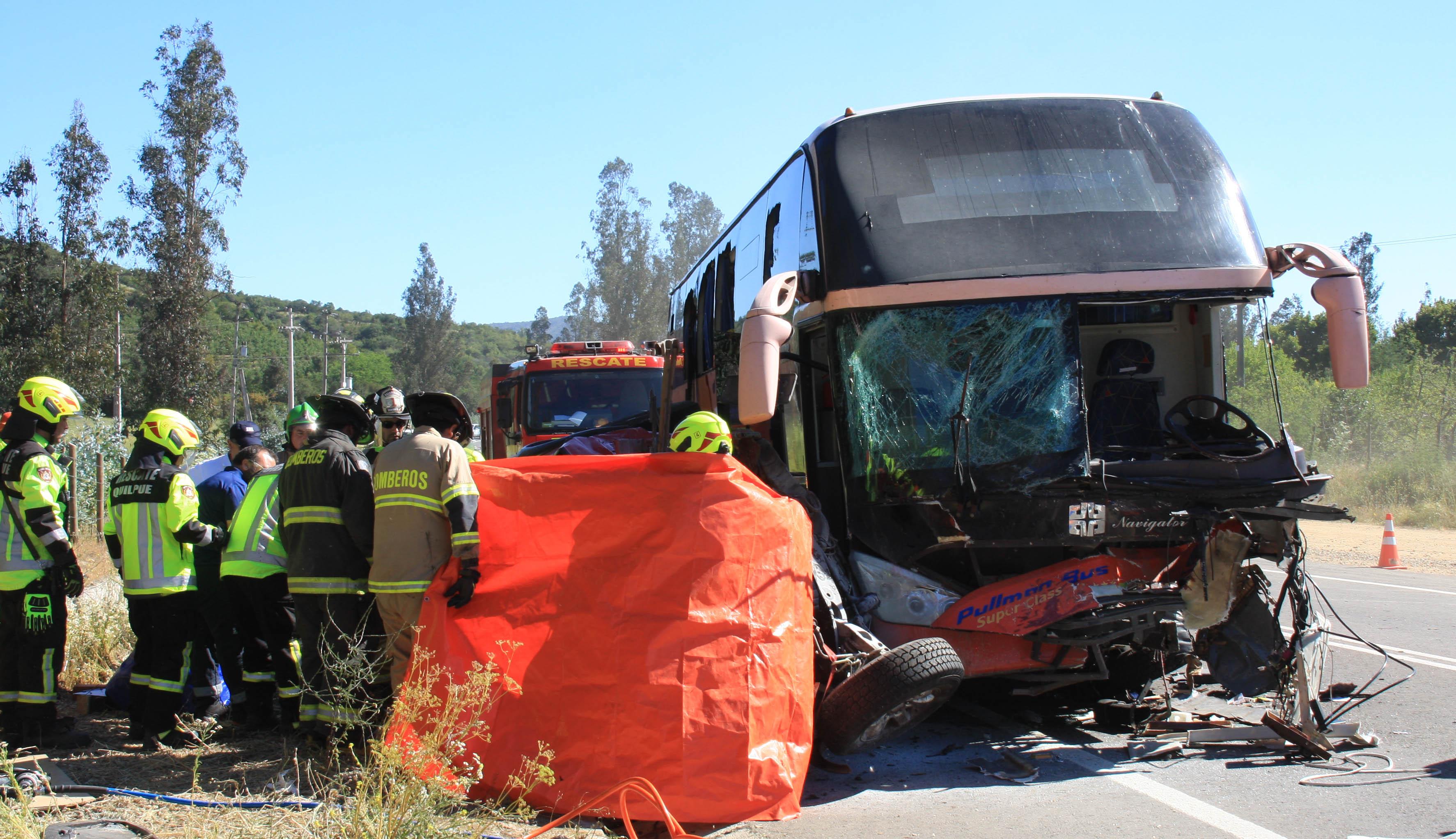 """""""Choque entre un bus y un camión dejó un fallecido y 19 heridos en Arica"""""""