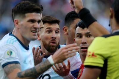 """Johnny Herrera trató de """"caradura"""" a Messi: """"Tienen un Mundial en dictadura y el otro con la mano"""""""