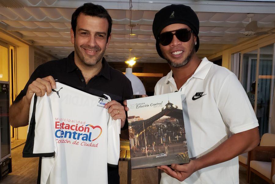 Ronaldinho visitará Chile para realizar clínicas deportivas