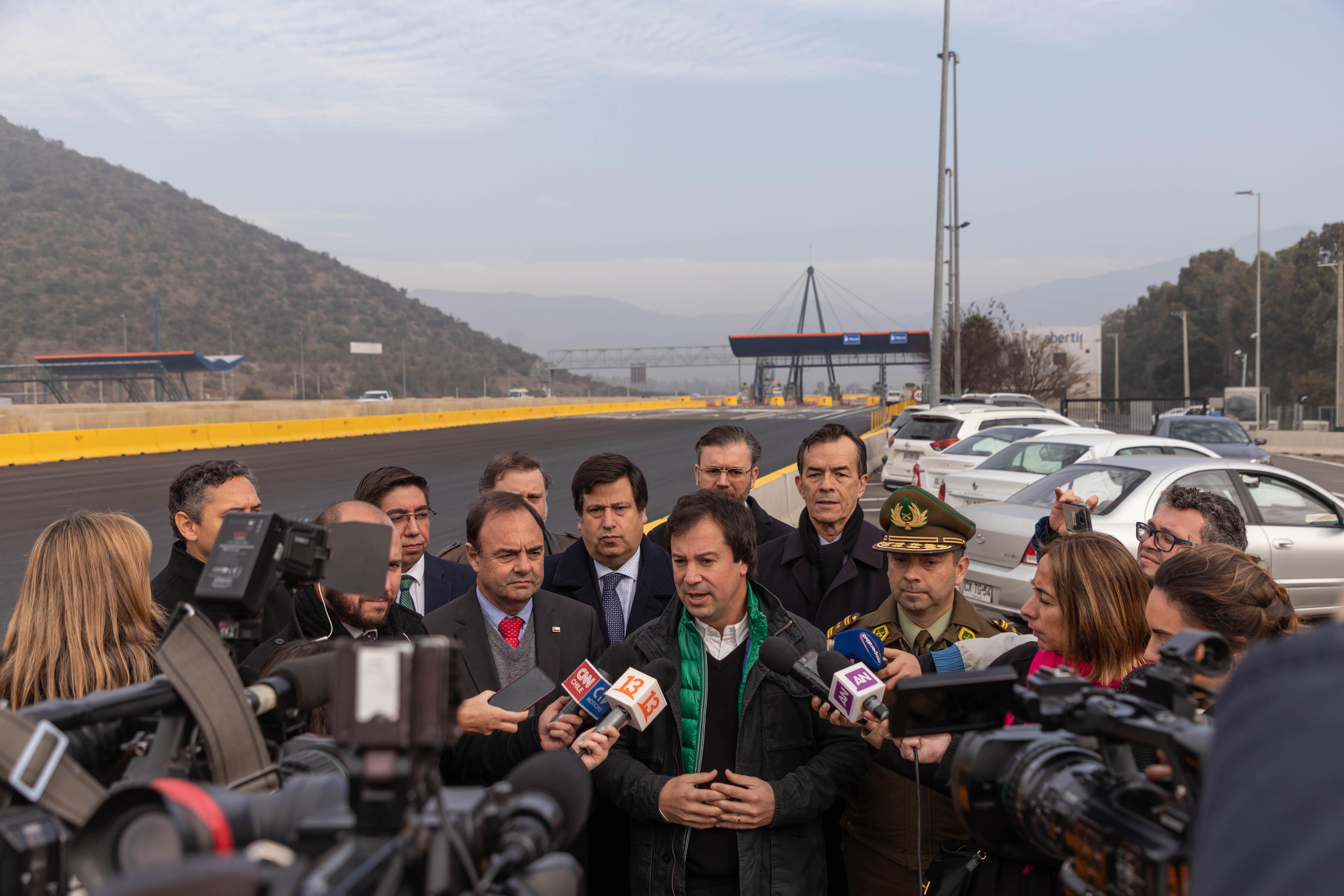 Plan de contingencia para el fin de semana largo: esperan que 470 mil vehículos salgan de Santiago