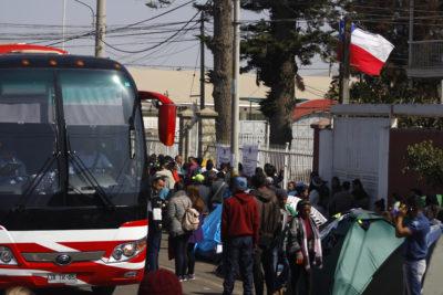 Extranjería recibió en Santiago a treintena de venezolanos desde Arica