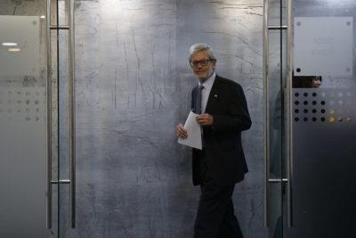 """Ministro Fontaine sobre quitar concesión a Essal: """"Es una opción compleja"""""""