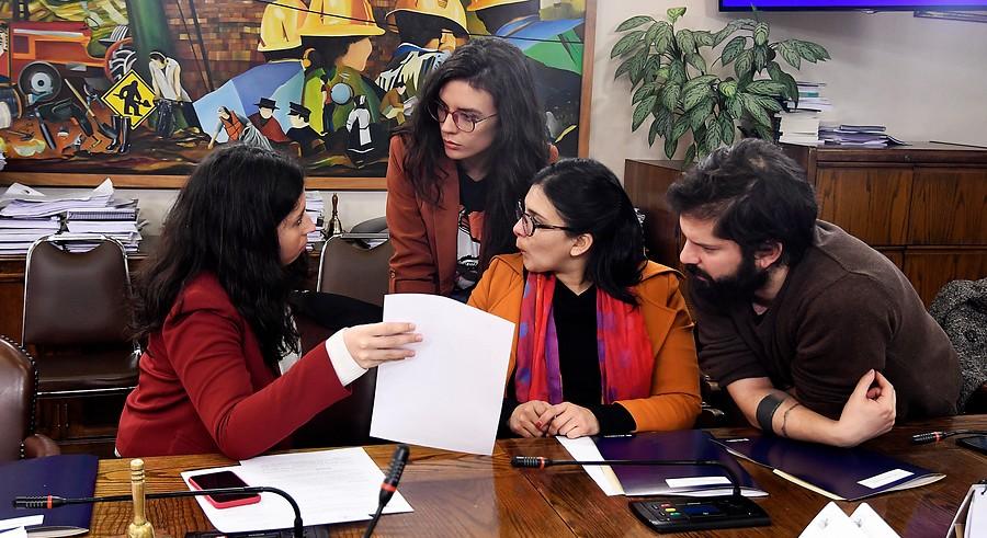 """""""Comisión de Trabajo aprueba proyecto que reduce jornada a 40 horas semanales"""""""