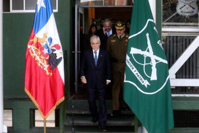 """Piñera visita comisaría de Huechuraba: """"La única forma de derrotar al terrorismo es con unidad"""""""