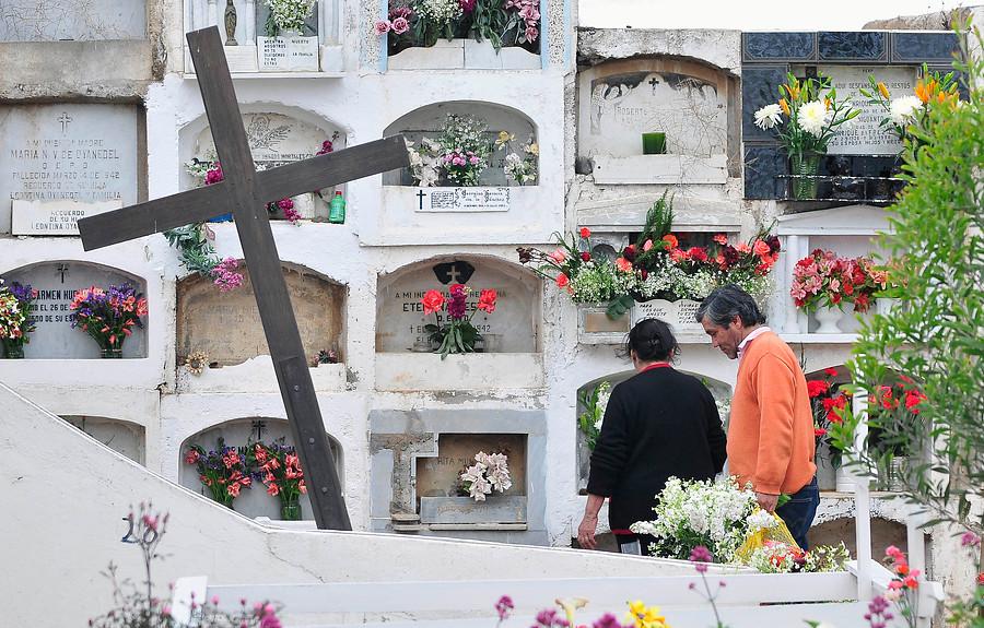 """""""Cementerio de La Ligua: hombre murió tras ser aplastado por una lápida"""""""