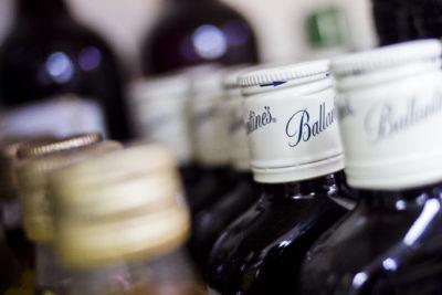 PDI, Ejército y Gendarmería lideran gasto en compra de alcohol