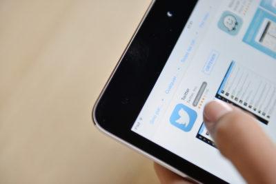 Contraloría: órganos del Estado no pueden bloquear a usuarios de su Twitter institucional