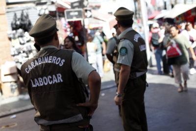 Diez carabineros fueron detenidos por apremios a comerciantes ambulantes del Barrio Meiggs