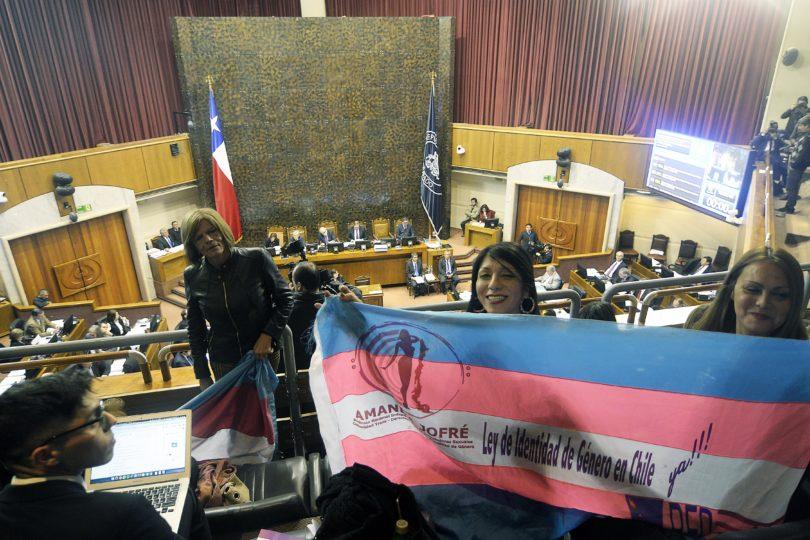 Movilh reveló los dos reglamentos de la Ley de Identidad de Género