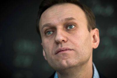 Alexei Navalny, principal opositor a Vladimir Putin habría sido envenenado en Rusia