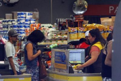 Los Andes: mujer intentó robar medio millón de pesos en mercadería a supermercado