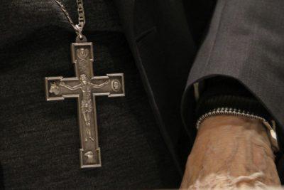 Jesuitas expulsan a sacerdote de 95 años tras indagación por abusos sexuales