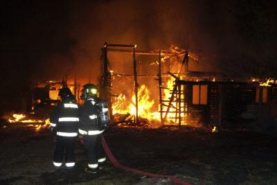 Nuevo atentado incendiario en Cañete: desconocidos destruyeron balneario