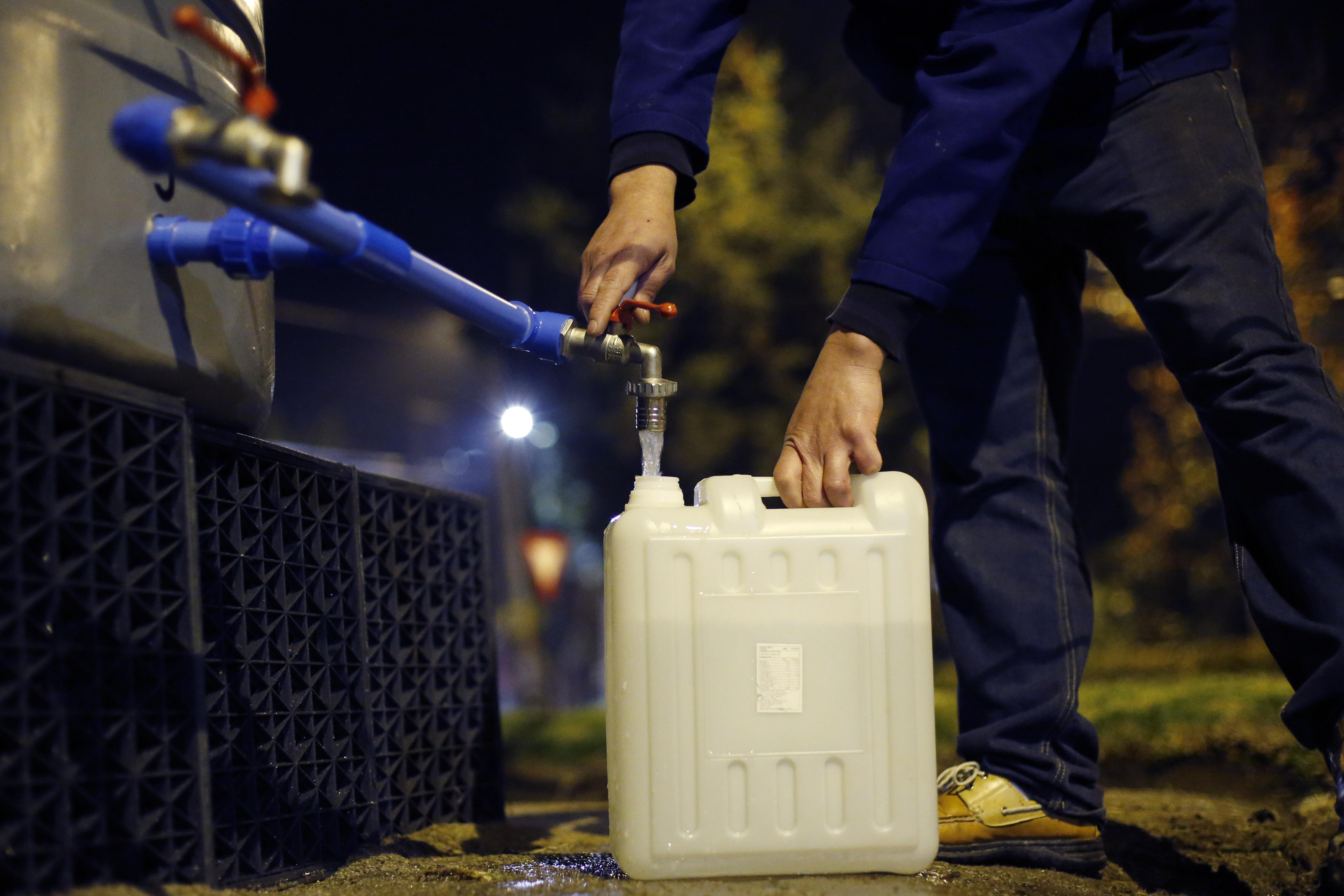 """""""Corte de agua en Osorno: SEC confirmó filtración de 1.100 litros de petróleo en cañerías"""""""