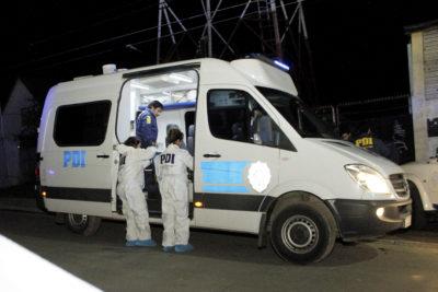 Hombre que viajaba en camioneta junto a su esposa fue atacado a balazos en Conchalí