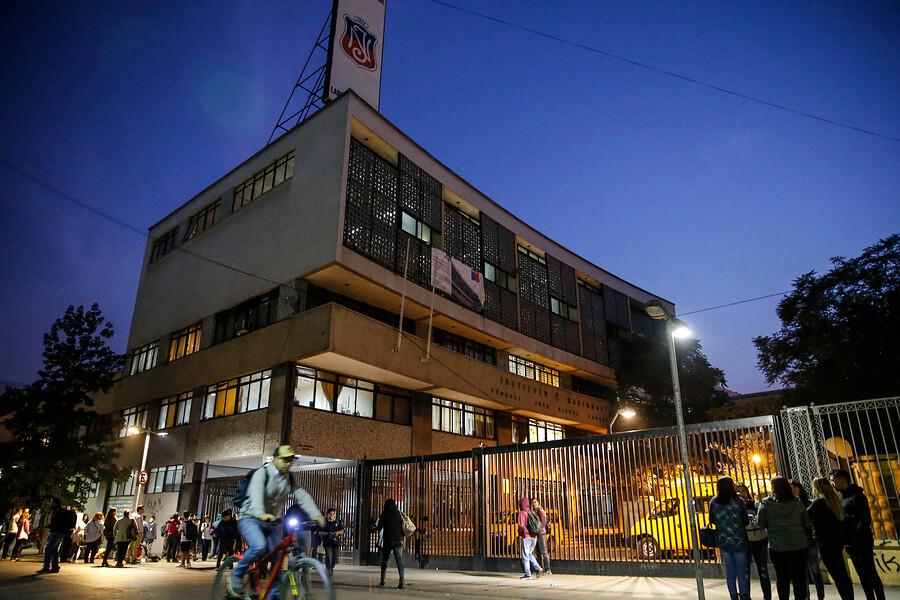 """""""Centro de Alumnos confirma vuelta a clases en el Instituto Nacional"""""""