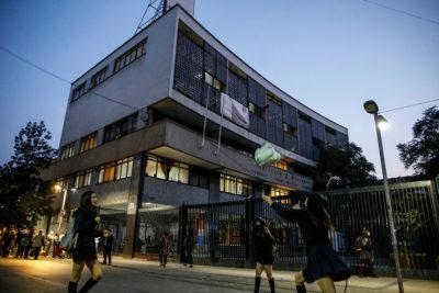 Aula Segura: Instituto Nacional expulsa a alumno por supuesta posesión de bombas molotov